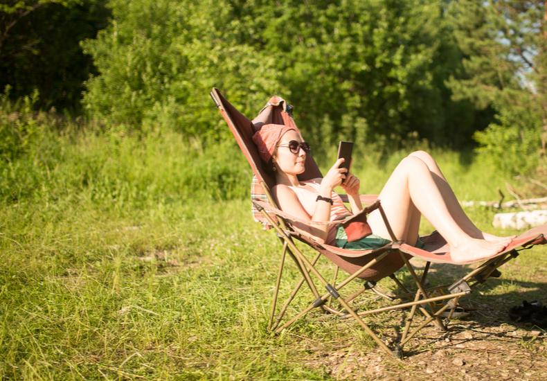 キャンプ アウトドア 折り畳み椅子 選び方 ポイント.コンパクト スツール 座椅子