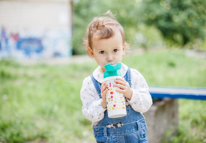 幼稚園 水筒  おすすめ 子ども ストロー