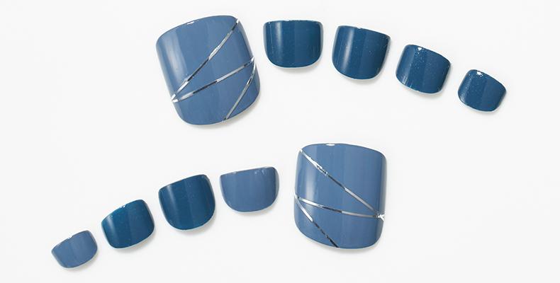 濃淡ブルーのシルバーラインテープネイル