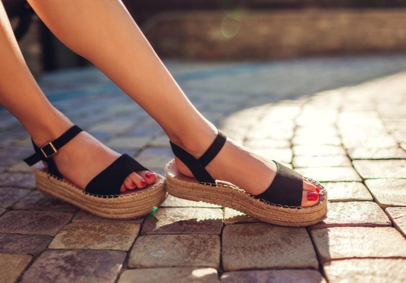 サンダル 靴擦れ 防止 対策 防ぐ 予防