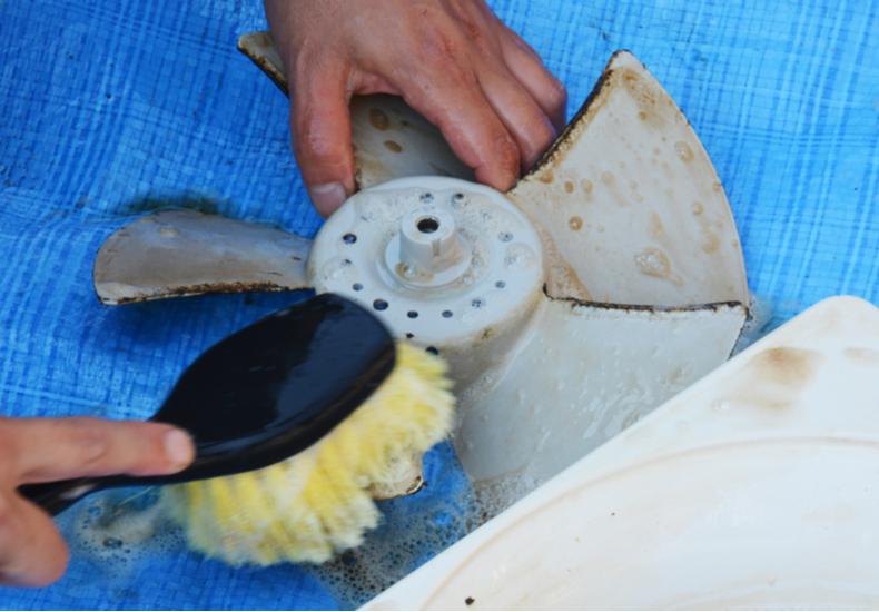 キッチン 換気扇 掃除 方法 簡単 汚れ パーツ 外し方