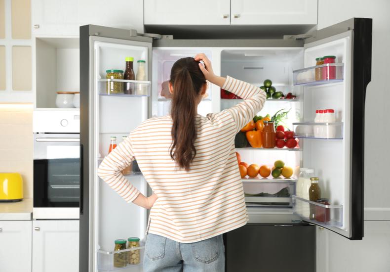 冷蔵庫 臭い なぜ におい 理由 原因