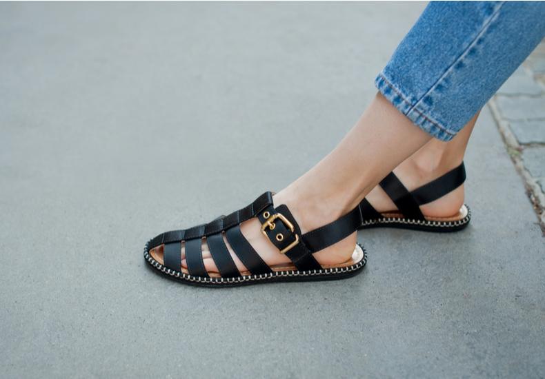 サンダル 靴擦れ 防止 対策 防ぐ 予防 対処 応急処置