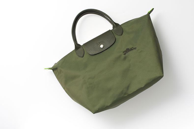 働く女性のバッグの中身