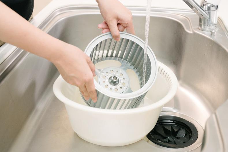 夏の掃除 夏の大掃除 風呂掃除 キッチン掃除 掃除道具 掃除用品 おすすめ掃除グッズ キッチン掃除グッズ キッチン用品 スコッチブライト お掃除シート コンロの掃除 換気扇の掃除 シロッコファン