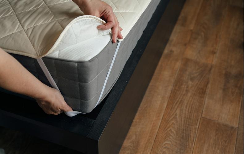 ベッドパッド 人気 おすすめ 敷きパッド 違い マットレス シーツ