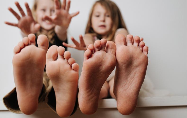 子ども 足 臭い なぜ 原因 対処