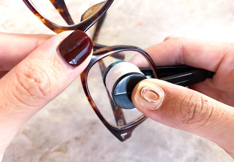 ダイソー はさんで拭くメガネクリーナー